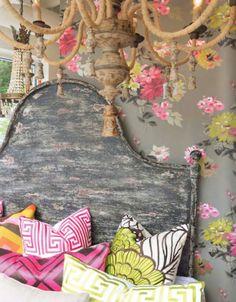 That wallpaper - bright boho bedroom. Home Design, Interior Design, Interior Ideas, Bohemian Style, Boho Chic, Shabby Chic, Bohemian Room, Bohemian Pillows, Rustic Chic