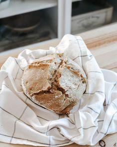 """Márcia Valbom on Instagram: """"Comecei a fazer pão em casa há treze anos atrás. Estava eu grávida do meu filho, quando o meu marido me ofereceu uma máquina de fazer pão…"""" Camembert Cheese, Dairy, Instagram, Food, Bread Machine Bread, Husband, Home, Essen, Meals"""