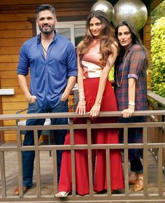 Entertainment Discover Mana and Suniel Shetty with daughter Athiya Shetty. Bollywood Couples Bollywood Stars Bollywood Fashion Indian Celebrities Bollywood Celebrities Aishwarya Rai Photo Athiya Shetty Glamour World Actors Images Bollywood Images, Bollywood Couples, Bollywood Stars, Bollywood Fashion, Indian Celebrities, Bollywood Celebrities, Celebrity Couples, Celebrity Weddings, Athiya Shetty