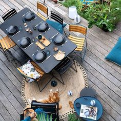 Most up-to-date Pic Garden Furniture colours Ideas Buying the first patio furniture is sort of as exciting as buying a house that has a garden. Contemporary Outdoor Furniture, Metal Patio Furniture, Colorful Furniture, Garden Furniture, Outdoor Dining Set, Outdoor Rooms, Colorful Garden, Garden Chairs, Furniture Arrangement