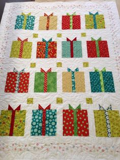 I AM IN LOVE WITH THIS CHRISTMAS QUILT