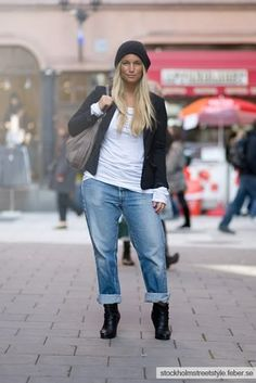 Boyfriend jeans w booties for fall. #Curvy