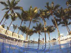 De dentro da piscina do Portobello Resort em Magaratiba no Rio de Janeiro, Brasil, por Marcio Nel Cimatti do ajanelalaranja.com