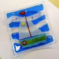 Fused glass dish Sailing Boat by Glassprimitif on Etsy Fused Glass Plates, Fused Glass Ornaments, Glass Dishes, Glass Boat, Fire Glass, Stained Glass Night Lights, Glass Fusing Projects, Glass Design, Beach Huts