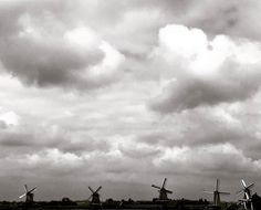 Stormy summer day #zaanse_schans #windmill #holland #photography #igersoftheday #iphone7 #iphoneography #dontsnapshoot #blogger #amsterdam #iamsterdam #dontsnapshootnl