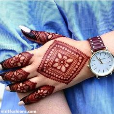 51 Fascinating Karwa Chauth Mehndi Designs For Newlywed Brides Henna Hand Designs, Mehndi Designs Finger, Legs Mehndi Design, Mehndi Designs For Girls, Mehndi Designs For Beginners, Modern Mehndi Designs, Mehndi Designs For Fingers, Mehndi Design Photos, Wedding Mehndi Designs