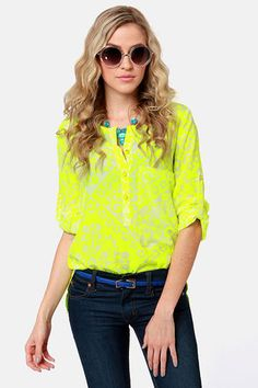 Check it out from Lulus.com! Bring some sunshine to your wardrobe with the Botanical Brights Neon Yellow Floral Print Top and watch your style grow! Ultra soft woven material will have you shining above the rest with an extra-long front patch pocket, high-low hem, and three gold buttons with neon yellow enamel up the front to match the bold neon yellow floral print atop an ivory backdrop.