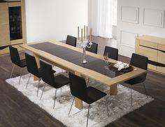 Séjour Diamente. Table rectangulaire. Longueur : 3300 cm avec 3 allonges verre laqué. Le verre laqué peut être remplacé par du bois.