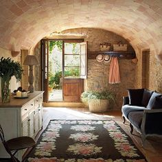 ☀️ Vamos a darle la bienvenida a febrero y a esta nueva semana llena de posibilidades. French Interior, French Decor, French Country Decorating, Italian Home, Living Room Carpet, Cottage Living, Rustic Interiors, Interior Design Living Room, Farmhouse Decor