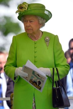 02 The Queen looks glorious in green as she attends D-Day anniversary in France