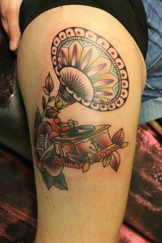 Ramona Masson, Ink Lady Tattoo, Liege Belgium, old school gramophone tattoo