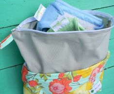 Now that we all know how to make the round nesting baskets for the baby basket cake it is time to start filling them with handmade goodies! One of my most favorite items that I bought for my first … Wet Bag Tutorials, Diaper Bag Tutorials, Diy Diapers, Used Cloth Diapers, Cloth Diaper Reviews, Diaper Bag Organization, Baby Sewing Projects, Sewing Ideas, Cloth Pads
