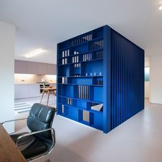 Dezeen: London studio RA Projects has reconfigured and refurbished a house owned by fashion designer Roksanda Ilincic, adding a blue steel staircase. Interior Stairs, Office Interior Design, Interior Exterior, Office Interiors, Interior Architecture, Office Designs, Modern Interior, Stair Art, Espace Design