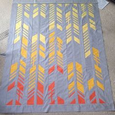 """Fun """"Feathers"""" quilt by Nydia Kehnle as part of the Feathers QAL (the QAL can be found here: http://www.add-crafter.com/feathers-qal/)."""