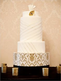 Old Hollywood Wedding Ideas for your vintage-glam wedding. Wedding Cake Photos, Wedding Cake Designs, Wedding Cakes, Wedding Foods, Art Deco Wedding, Gold Wedding, Dream Wedding, Gatsby Wedding, Silver Weddings