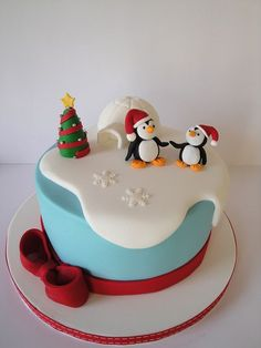 www.cakecoachonline.com - sharing.....Penguin Cake ... Love it!-