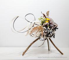 Autumn in a basket Ikebana: Ilse Beunen Photography: Ben Huybrechts #ikebana #sogetsu