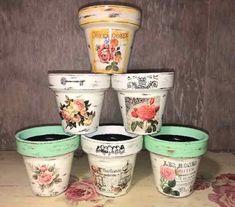 macetas pintadas y decoradas Painted Plant Pots, Painted Flower Pots, Flower Pot Art, Wood Crafts, Diy Crafts, Wood Craft Patterns, Decorated Flower Pots, Decoupage Art, Succulent Pots