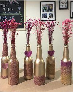 Diy home decor Diy home decor Diy Bottle, Wine Bottle Crafts, Jar Crafts, Bottle Art, Wine Bottles, Wedding Centerpieces, Wedding Decorations, Wine Bottle Centerpieces, Bottle Painting