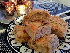 Har du lyst til å bake gode og grove rundstykker. Better Life, Lchf, Food And Drink, Baking, Breakfast, Image, Bread Baking, Breakfast Cafe, Patisserie