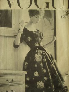 1957 Vintage VOGUE Sewing Pattern B31 DRESS (R761) By Ronald Paterson