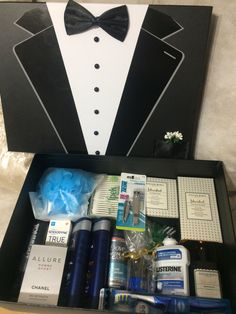 Check these creative presents and amazing DIY gift ideas for your man. Wrapping gift ideas are also important to make yo Wedding Gift Baskets, Diy Gift Baskets, Wedding Gift Wrapping, Wedding Gifts, Engagement Gift Baskets, Wrapping Gifts, Wedding Ideas, Gift Box For Men, Diy Gift Box