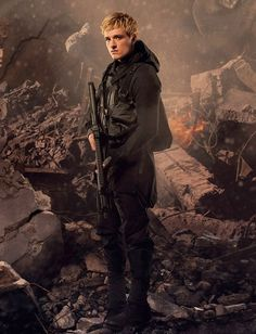 In Mockingjay Part 2 movie photos Peeta always looks so damaged and its killing . - In Mockingjay Part 2 movie photos Peeta always looks so damaged and its killing me! Hunger Games Cast, Hunger Games Movies, Hunger Games Fandom, Hunger Games Catching Fire, Hunger Games Trilogy, Johanna Hunger Games, Katniss Everdeen, Katniss And Peeta, Josh Hutcherson