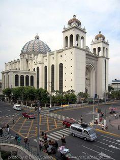 La fachada de la catedral de San Salvador fue decorada con un mosaico hecho por el artista salvadoreño Fernando Llort. Description from pinterest.com. I searched for this on bing.com/images