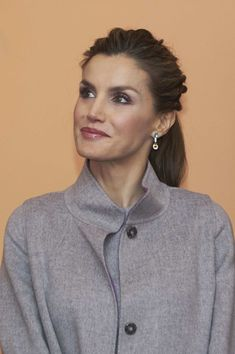 Queen Letizia of Spain Photos Photos - Queen Letizia of Spain attends a reception to Spanish comunnity at the Spanish Embassy during her official visit to Portugal on November 30, in Lisbon, Portugal. - Spanish Royals Visit Portugal - Day 3
