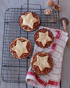 Engadiner Walnusstörtchen - Gemütlicher Adventskaffee - [LIVING AT HOME] Sweets Cake, Cookie Desserts, Cupcakes, Little Cakes, Cravings, Waffles, Vegetarian Recipes, Muffins, Goodies