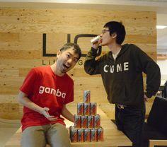 巷で話題のLIG広報のひろゆきさんがgamba!レッドに染まりました! ENERGY DRINKのRAIZIN(ライジン)をぐびぐび飲んでいらっしゃるのはCTOのづやさん。熱い飲みっぷりです。 ▼株式会社LIG http://liginc.co.jp/