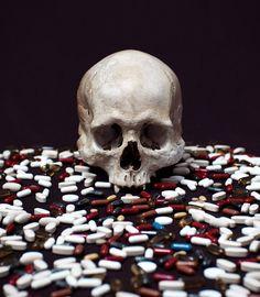 Mario_Monforte_Memento_Mori_Pills.jpg (638×730)