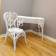Vintage Wicker Desk Shabby Chic Romance Vanity by BelatedDesigns Shabby Chic Chairs, Shabby Chic Homes, Home Design, Interior Design, Wicker Bedroom Furniture, Cane Furniture, Furniture Design, Clear Dining Chairs, Dining Rooms