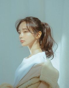 Meet Lee Hana,the female maknae from the one and only BTS. Portrait Inspiration, Hair Inspiration, Medium Hair Styles, Short Hair Styles, Hair Reference, Aesthetic Hair, Ulzzang Girl, Ulzzang Short Hair, Korean Short Hair