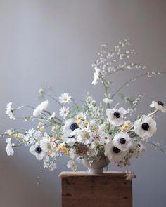 wedding centerpieces Find more info Wedding Flower Arrangements, Floral Centerpieces, Floral Arrangements, Wedding Flowers, Wedding Centerpieces, Deco Floral, Arte Floral, Flower Studio, Flower Art