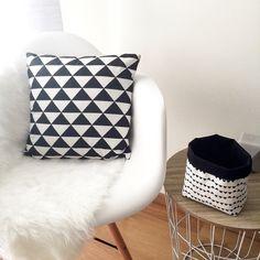 Décoration tendance cousue main | Housse de coussin et panier triangles noir et blanc,  esprit scandinave