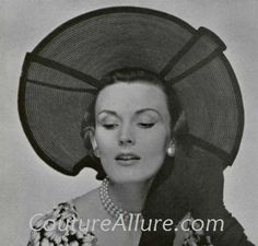 Hats are one of the few things that can make me smile right now. I Smile, Make Me Smile, 1950s Hats, Classic Hats, Vintage Hats, Style Icons, Vintage Fashion, Style Inspiration, Couture