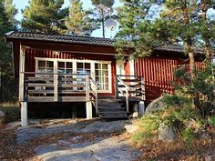 Ruhig+gelegene+Häuser+im+Wald+und+nahe+am+Wasser+in+den+Schären+der+Ostsee+++Ferienhaus in Västervik von @homeaway! #vacation #rental #travel #homeaway