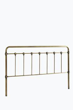 Sänggavel av metall. Ställs eller hängs upp på väggen. Bredd 189 cm. Höjd 114…