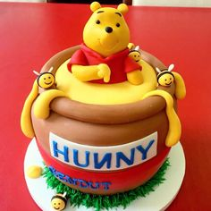 Winnie the Pooh honey pot cake by Cake Couture. Winnie the Pooh honey pot cake by Cake Couture. Winnie Pooh Torte, Winnie The Pooh Birthday, Toddler Birthday Cakes, First Birthday Cakes, Diy Birthday, Winnie The Pooh Honey, Friends Cake, Couture Cakes, Birthday Cake Decorating