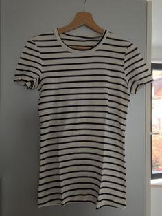 Tee-shirt marinière écru/marine Petit Bateau En très bon état A porter près du corps Taille L-20 ans correspond à un 40-42