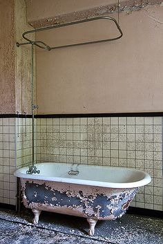 Clawfoot Tub Shower, Bathroom Toilets, Bathrooms, Time And Tide, Abandoned Places, Time Travel, Barns, Beautiful, Toilets