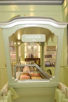 Laduree pop-up store♥.•:*´¨`*:•♥