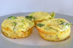 Mini quiche di broccoli - Saporite tortine di formaggio e verdure, le mini quiche sono ideali come finger food per un aperitivo o come antipasto.
