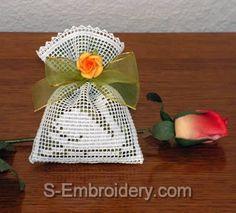 10424 Free standing lace crochet sachets set No2
