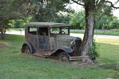 Abandoned Vehicles, Abandoned Cars, Abandoned Homes, Vintage Iron, Vintage Cars, Car Places, Veteran Car, Rust In Peace, Rusty Cars