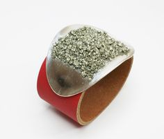 Lederarmband mit Pyrit-Schließe rot S112 G11 von Atelier Regina  auf DaWanda.com
