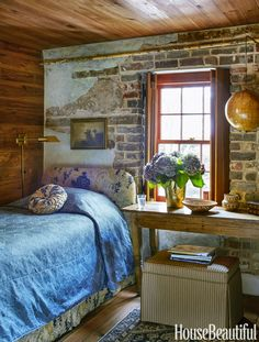 Blue Guest Bedroom: Charleston SC guesthouse, decorated by Cameron Schwabenton: photo Trevor Tondro