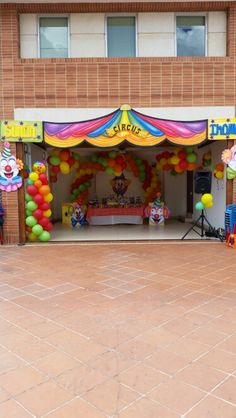 Decoracion payasos visitanos : www.agugueventos.com Carnival Birthday Parties, Circus Birthday, Circus Party, 2nd Birthday, Circus Theme Classroom, Ballon Decorations, Ideas Para Fiestas, Child Day, Halloween House
