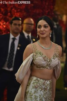 knowrare.blogspot.in Indian Bollywood Actress, Bollywood Fashion, Beautiful Celebrities, Beautiful Actresses, Hot Actresses, Indian Actresses, Kiara Advani Hot, Beautiful Girl Image, Gorgeous Lady